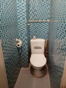 Um banheiro em Always at Home Apartment On Shоlohova 17