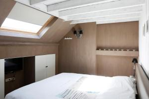 A bed or beds in a room at Les Maisons de la Mer