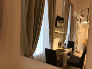 Телевизор и/или развлекательный центр в Goldcentral Apartment Gozsdu