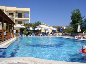 The swimming pool at or near Summer Memories Aparthotel