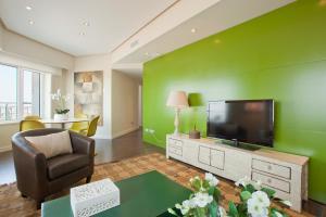TV/Unterhaltungsangebot in der Unterkunft Home Club Torre de Madrid Apartments