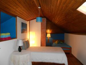 A bed or beds in a room at Casa do Luso