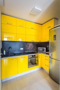 Virtuvė arba virtuvėlė apgyvendinimo įstaigoje Executive Suites Postepu