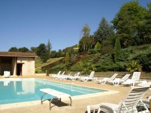 The swimming pool at or near Fabulous Holiday Home in Prats-du-Perigord with Swimming Pool