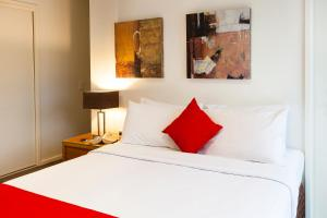 A bed or beds in a room at Park Avenue – Glenview Glen Waverley