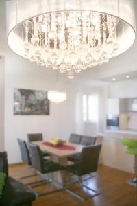 Ein Restaurant oder anderes Speiselokal in der Unterkunft Apartment Marieta
