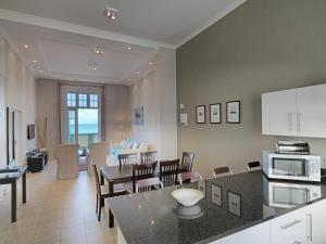 A restaurant or other place to eat at Surferscorner Self Catering Apartments