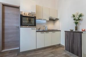 A kitchen or kitchenette at Apartments Ivan i Toma