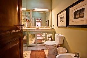 A bathroom at Luxury Villa Golf Tenerife