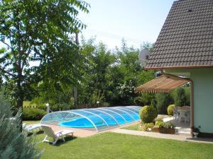 Bazén v ubytování Király Nyaraló nebo v jeho okolí