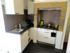 Kuchnia lub aneks kuchenny w obiekcie Lisbon Experience Apartments Sao Bento