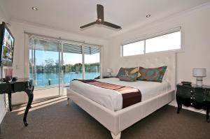 A bed or beds in a room at Surfers Paradise Escape - Waterfront House