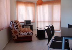 Sunny Bay Aparthotel tesisinde bir oturma alanı