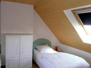 A bed or beds in a room at Warm Holiday Home at Plozevet Brittany with Lawn