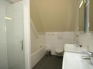 A bathroom at Enterbrook 1