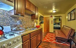 A kitchen or kitchenette at Two Bedroom Apartment - North East Bronx