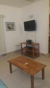 A television and/or entertainment center at Apart Hotel Porta Westfalica