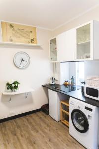 A kitchen or kitchenette at U Camin