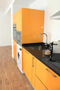 "A kitchen or kitchenette at Bracara Guest House ""Bom Jesus"""
