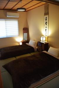 A bed or beds in a room at Guesthouse Chayama