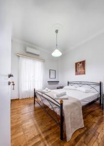 Ένα ή περισσότερα κρεβάτια σε δωμάτιο στο All4Greece Lemesou