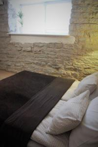 Vuode tai vuoteita majoituspaikassa Komeedi Apartment