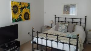A bed or beds in a room at Yew Tree View