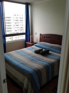Cama ou camas em um quarto em Arriendos San Isidro