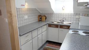 Küche/Küchenzeile in der Unterkunft Ferienwohnung Haus König