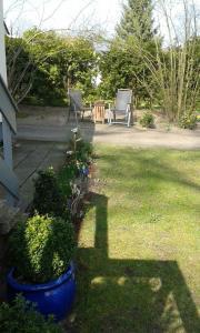 Ein Garten an der Unterkunft Gemütliche Ferienwohnung