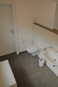 A bathroom at Vor den Toren Salzburgs