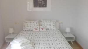 Ein Bett oder Betten in einem Zimmer der Unterkunft Apartamento Precioso Marbella Paseo Maritimo