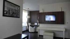 A television and/or entertainment center at Apartament Kolobrzeg