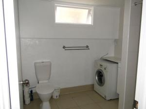 A bathroom at Boland Flats