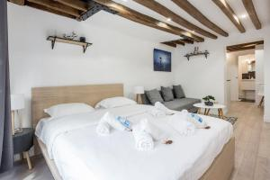 A bed or beds in a room at CMG Montorgueil IV