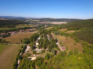 Blick auf Ferienanlage Reinsberger Dorf aus der Vogelperspektive