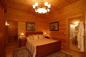 A bed or beds in a room at Grand Hotel Polyana Villas