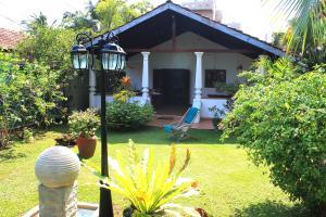 Ogród w obiekcie Sujeewani Villa