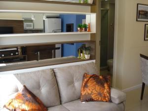 A seating area at Apartamento Menino Deus