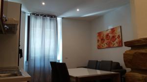 Uma área de estar em Nice Livings Lazzaroni
