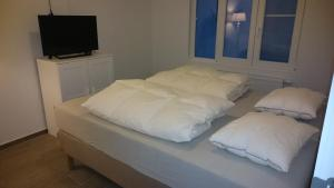 A bed or beds in a room at lounge appartement zeedijk Oostende