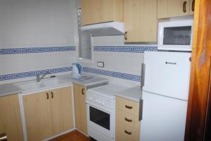 A kitchen or kitchenette at Apartaments Bonaventura 7