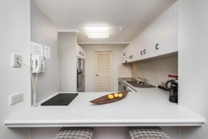 A kitchen or kitchenette at Oceanview 6 at 181 The Esplanade