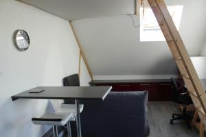 Coin salon dans l'établissement Studio À Lonrai