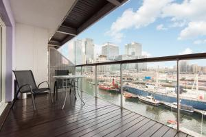A balcony or terrace at Canary Wharf Luxury Riverside Apartment