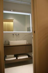 A bathroom at Cirque Deluxe Studio Apartment