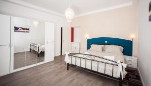A bed or beds in a room at Apartment Simone