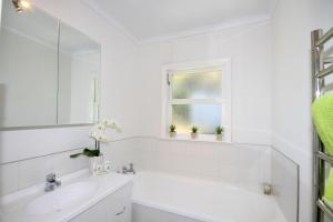 A bathroom at Durie Vale Retreat