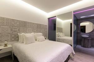 A bed or beds in a room at Antonoglou Beach Villas