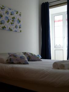 A bed or beds in a room at Watching Azores Apartments (R)